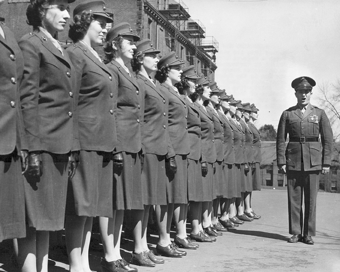 First_group_of_Women_Marine_Officer_Candidates_1943