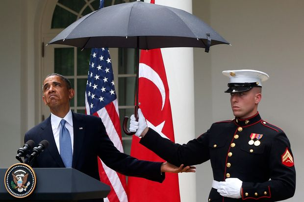Lance_Corporal_holds_Umbrella_towards_Obama