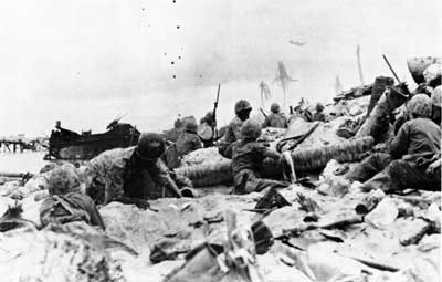 Marine_Assault_at_Tarawa